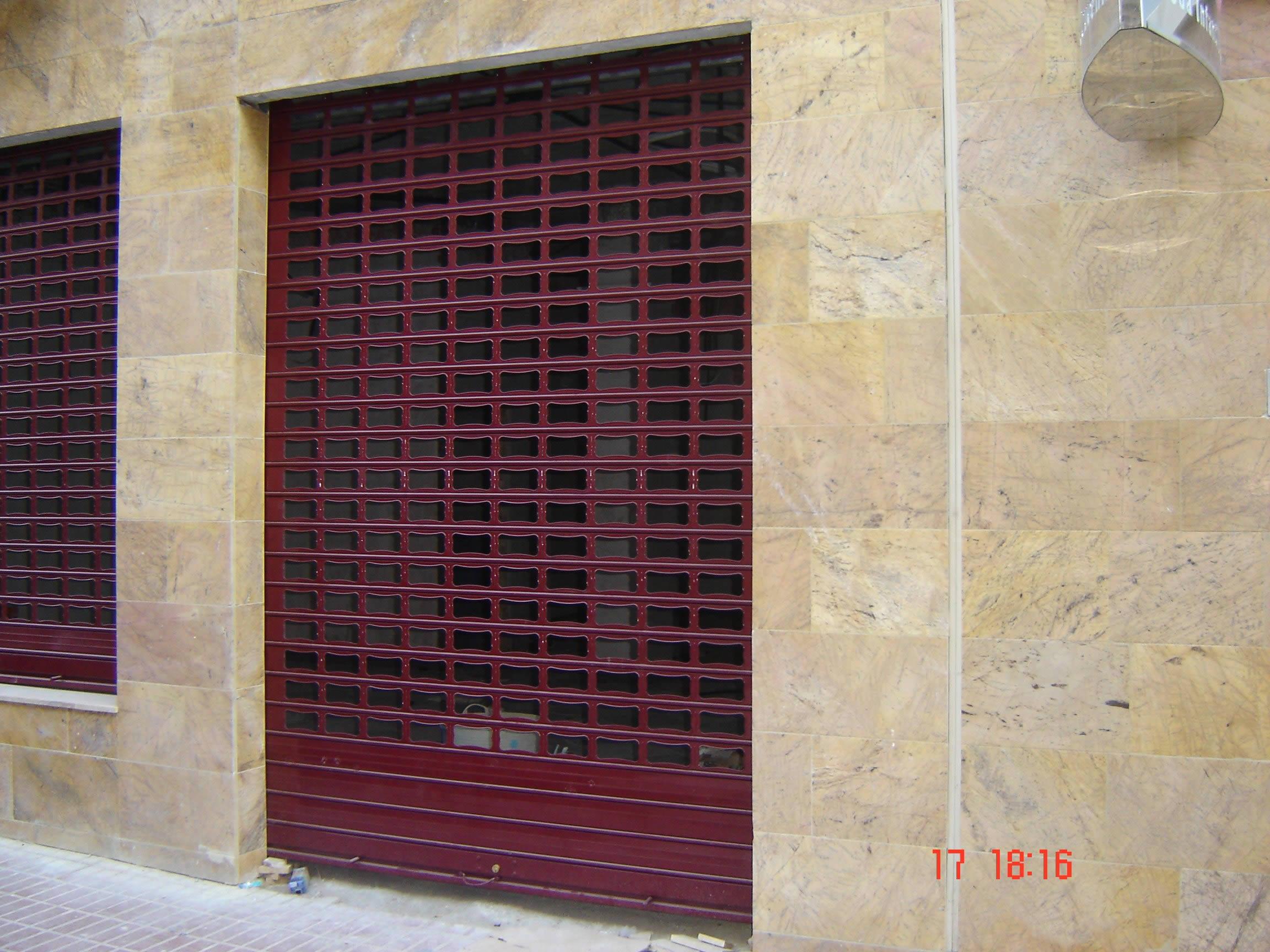 Puertas termocaladas y de hierro galvanizado puertas framu for Casetas de hierro galvanizado